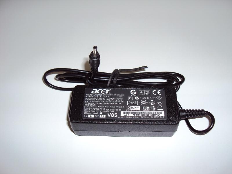 Выходное напряжение: 12V Ток: 1.5A : 18 Watt   разъем: тонкий