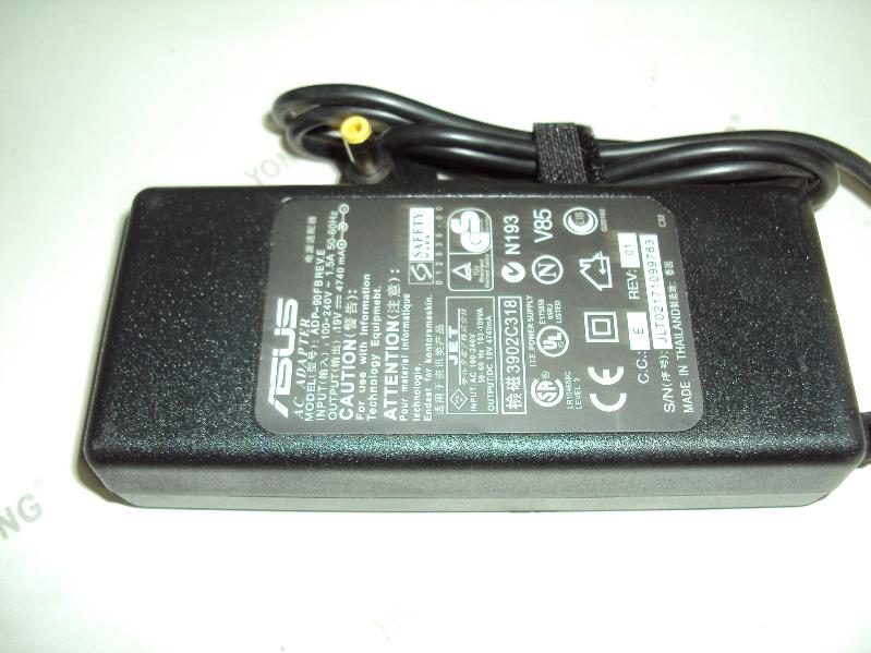 Выходное напряжение: 19V Ток: 4.74A 90 Watt  Выходной разъем: 5.5*2.5